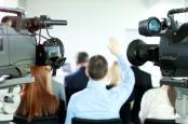 camera-report-media-interview